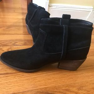 Black Joie booties size 7, leather insole